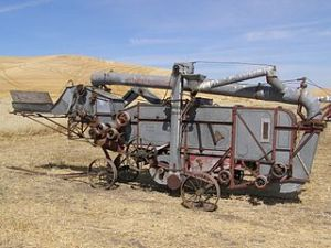 320px-Red_River_Special_threshing_machine